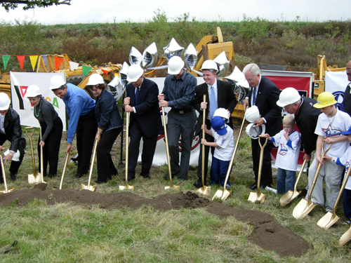Dscn1348_groundbreaking_smaller