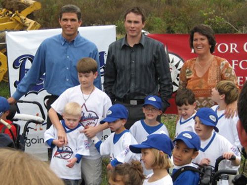 Teahen_trent_green_with_challenger_kids__1