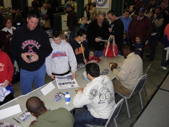 Caravan_2007_101_signing_4