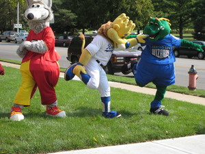 Stretching_before_th_mascot_race_img_069_2