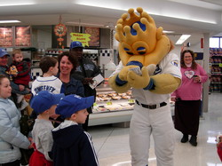 Caravan 2007_Sluggerrr at St. Joe Hyvee.jpg