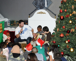 DeJesus_reading_kids_holiday_party_7378.jpg