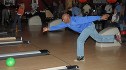 Willie Wilson bowling.jpg