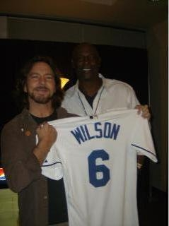 Eddie_Vedder_Willie_Wilson.JPG