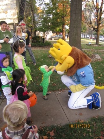 Sluggerrr_Trick_or_Treat_with_Dino.JPG