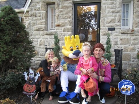Sluggerrr_Trick_or_Treat_with_Family.JPG