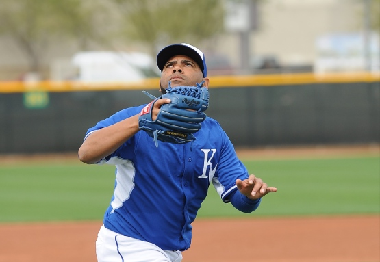 Francisley Bueno makes a play on a pop up.
